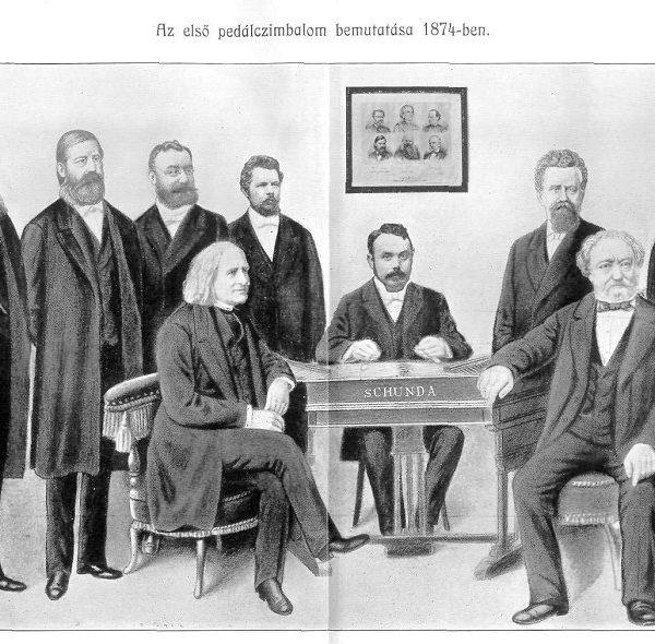 Le document ci-dessus présente Ferenc LISZT, le bras gauche appuyé sur l'instrument. Juste derrière lui, le concepteur de l'instrument : Venczel Jozsef SCHUNDA. Au centre, baguettes aux mains : le cymbaliste tzigane Pal PINTER (1848-1916).